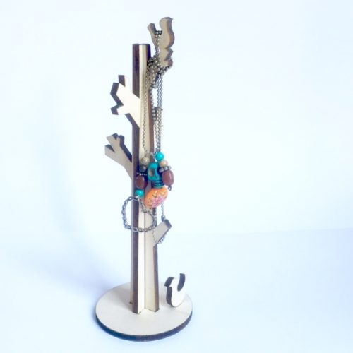 hang je mooiste juwelen aan deze houten juwelenboom